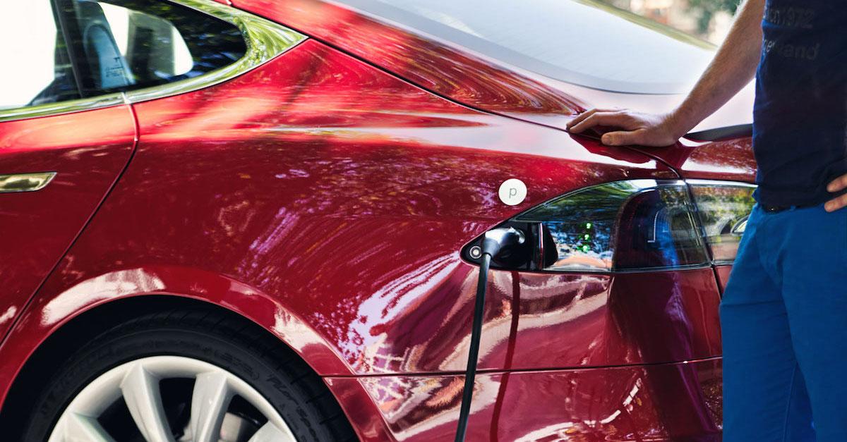 Elektromobilität: Tesla und Wirklich Ökostrom von Polarstern