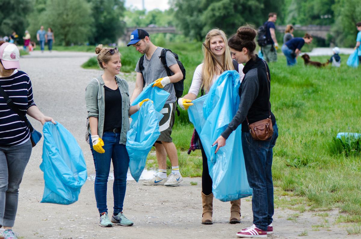 isar CleanUp: Ausgestattet mit Handschuhen und Müllsäcken