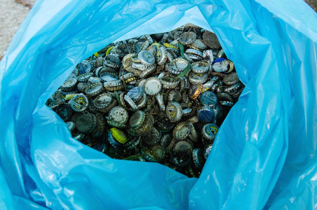 Kleinvieh macht auch Mist: Viele Kronkorken ergeben einen riesigen Berg Müll