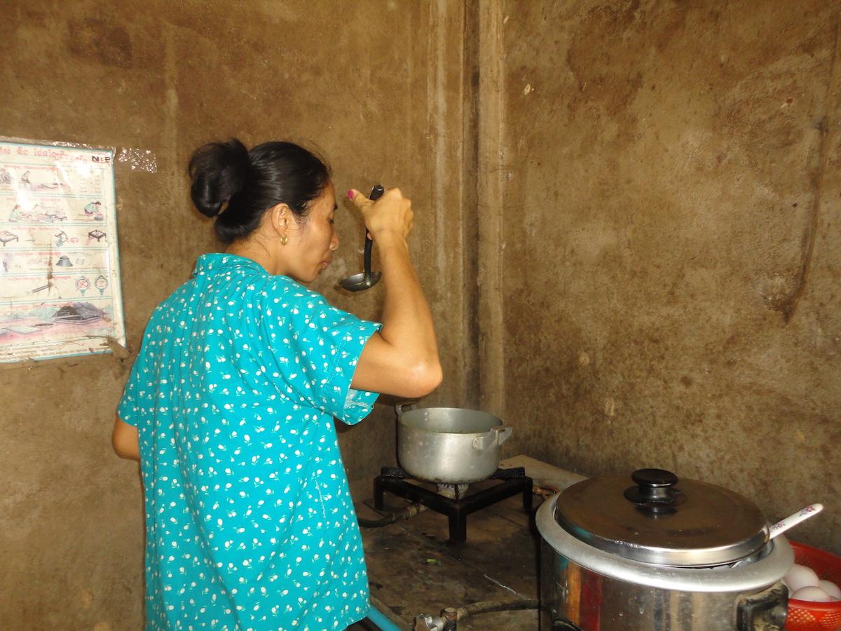 Mit dem Biogas aus der Biogasanlage wird der Gasherd versorgt
