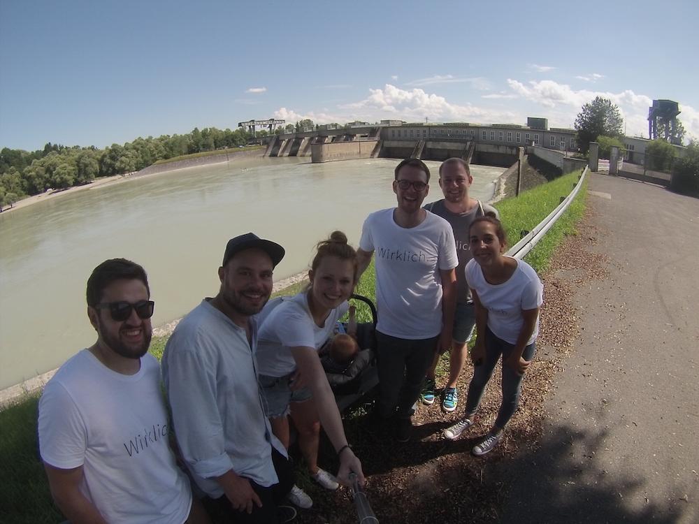 Die Mitarbeiter von Polarstern beim Besuch des Wasserkraftwerks in Feldkirchen