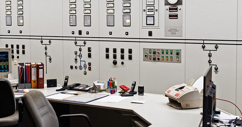 Die Schaltzentrale vom Wasserkraftwerk Feldkirchen am Inn. Wirklich Ökostrom entsteht aus 100 Prozent deutscher Wasserkraft und wird hier erzeugt.