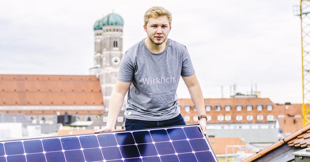 Gewerbestrom: Installation der Solarmodule.