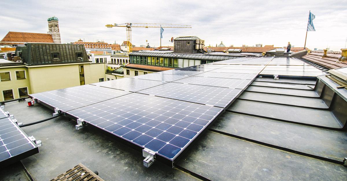 Mieterstromprojekt: PV-Anlage auf dem Dach eines Münchner Projekts.