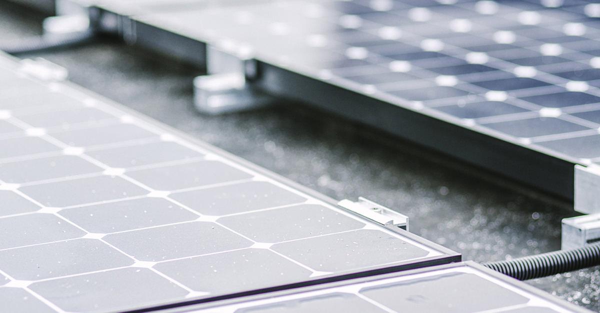 Solarstrom: Naheaufnahme von Solarmodulen.