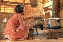 Das Biogas wird zum Kochen oder für Licht in den Hütten verwendet